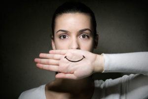 Фальшивая улыбка