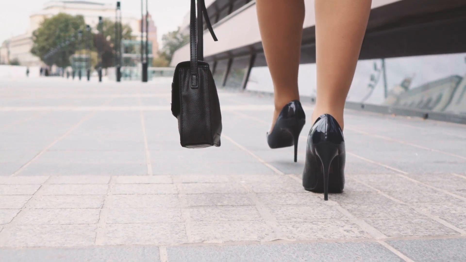 Женщина на каблуках